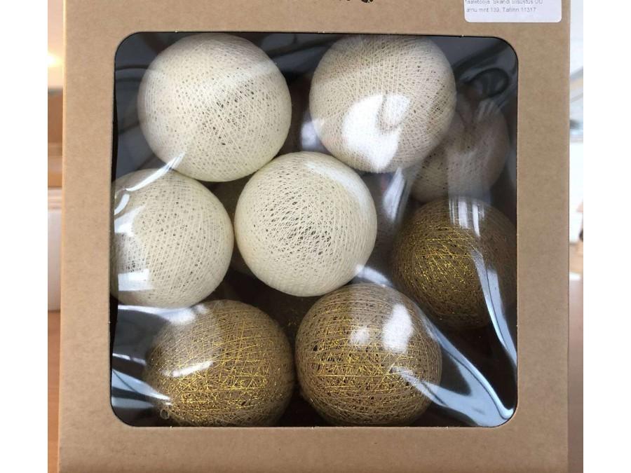 гірлянда з золотими кульками